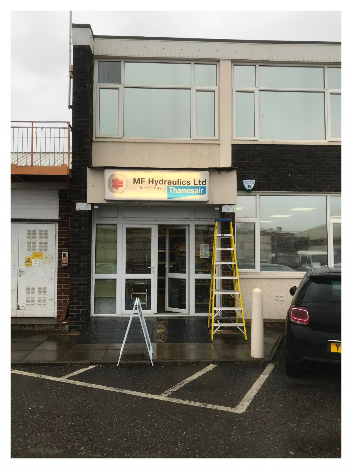 Our sign is above the door! You can find MF Hydraulics/Thamesair in Unit 8, just a short walk away from our previous unit 41. Our brand new unit is on the outskirts of the BSS house. Once in the car park find our illuminated sign by the cafe. The Prevost demo unit is now up … Continue reading